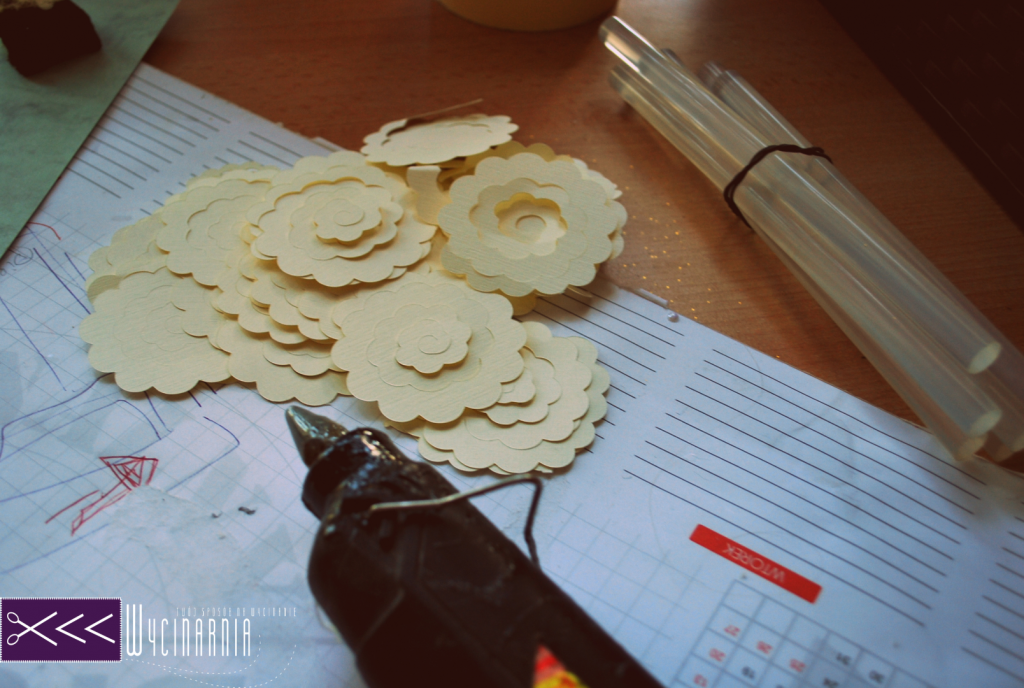 róże z papieru, paper roses