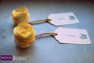 nietypowe winietki ślubne, róże z papieru, paper roses