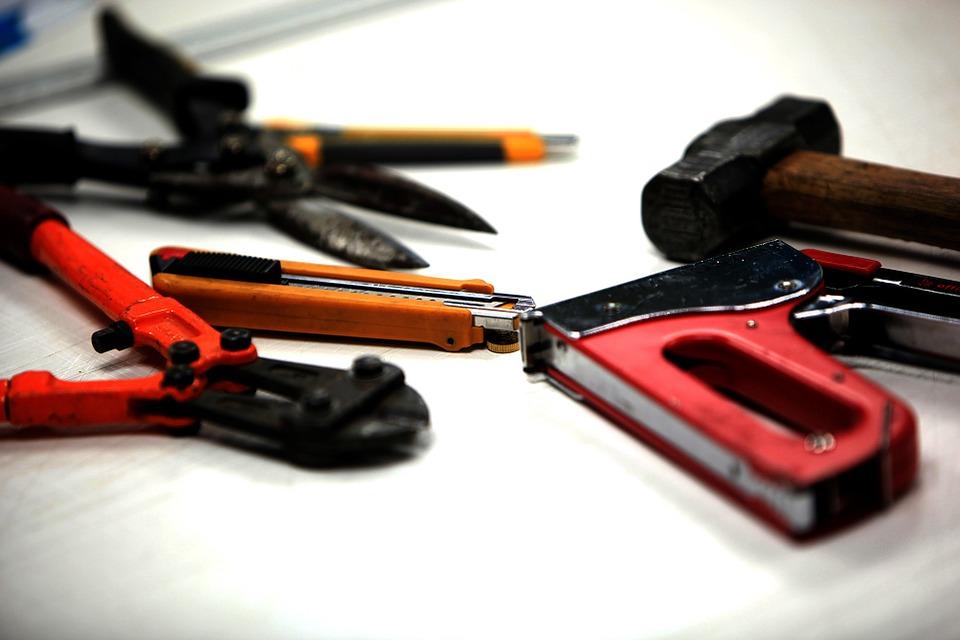 tools-251572_960_720